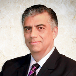 DR. RAÚL AGUILA